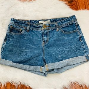 {Tommy Hilfiger} Vintage Roll-Cuff Jean Shorts